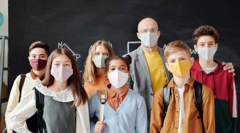 Teacher_Students_COVID-19_Masks_Classroom