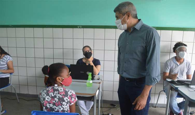 Classroom_Teacher_Students_Covid-19_Masks