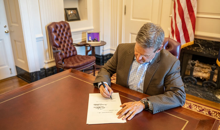 Tennessee Governor Bill Lee Signing