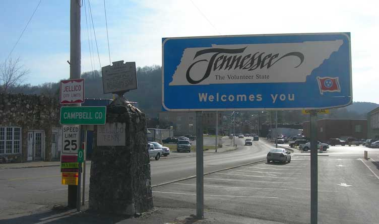 Welcome to Tennessee sign in Jellico, TN.